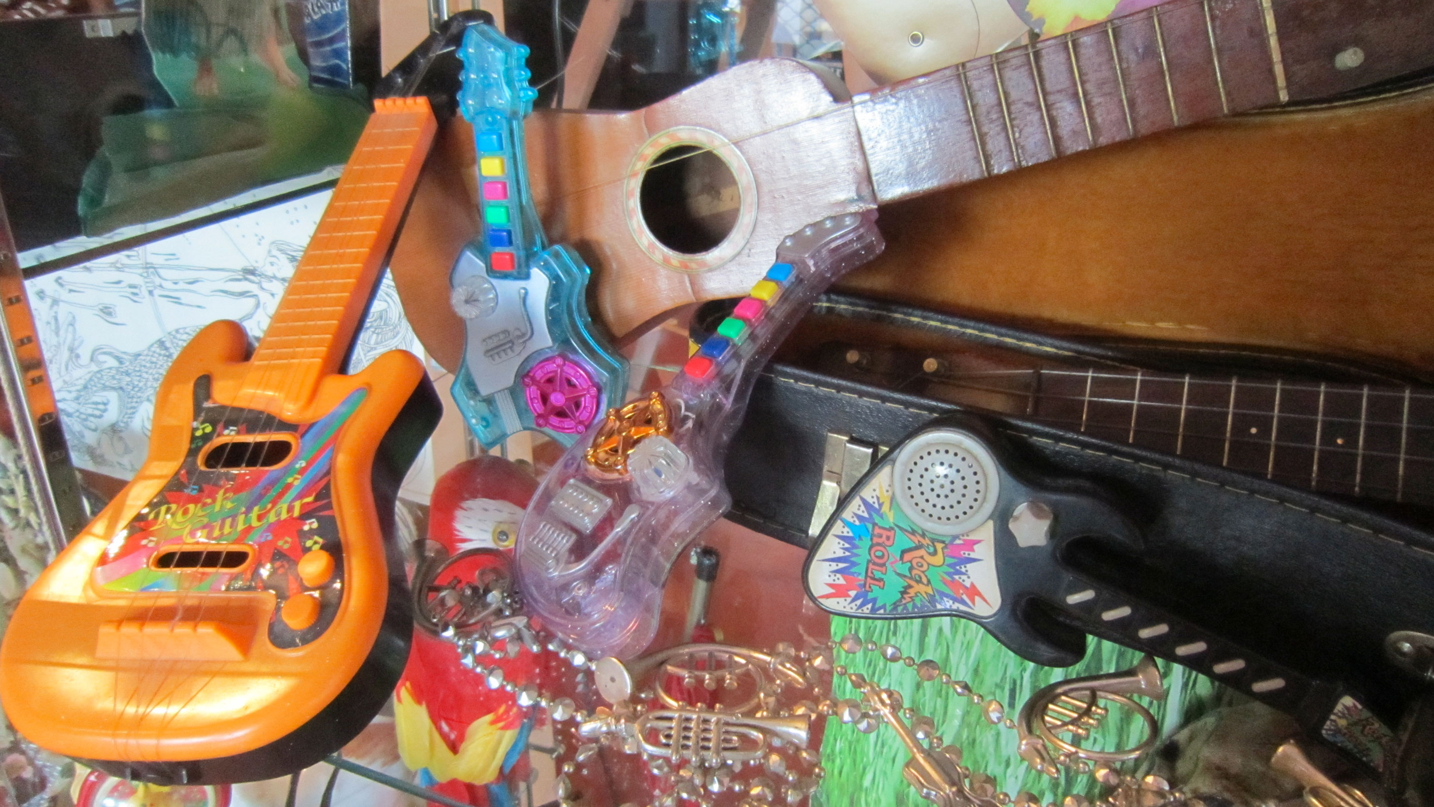 plastic-guitars-©ac
